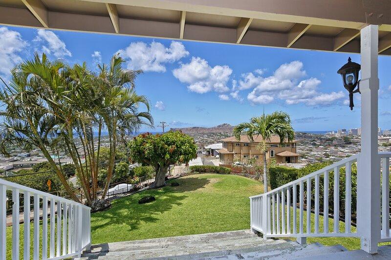 Private 1 Bedroom Loft and a Million Dollar View!, aluguéis de temporada em Kahala