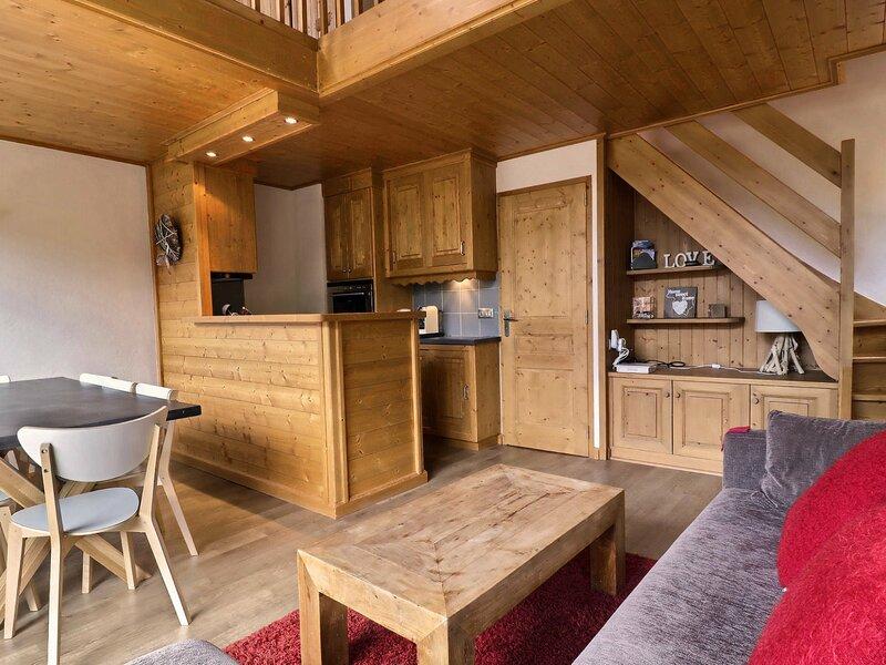 BEL APPARTEMENT DUPLEX, DECORATION MONTAGNE CHALEUREUSE, vacation rental in Meribel Mottaret