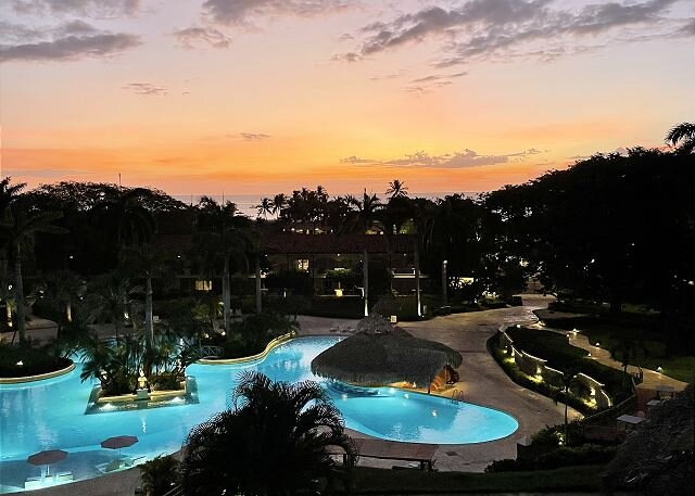 Remodeled condo just steps from the beach in the center of Tamarindo, vacation rental in Villarreal