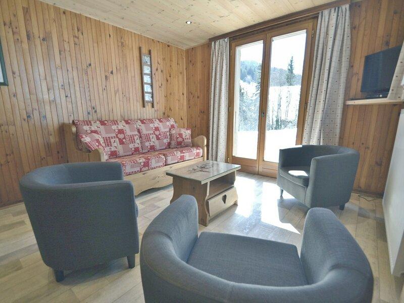 Appartement 6 personnes, 2 chambres, rez de chaussée, wifi, proche pistes et, location de vacances à Le Petit-Bornand-les-Glières