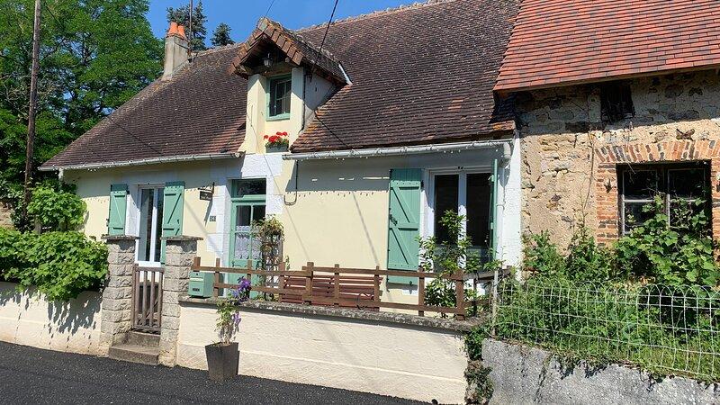 Le Petit Four A Beautiful 3-Bed Cottage in Lignac., alquiler vacacional en Saint-Benoit-du-Sault