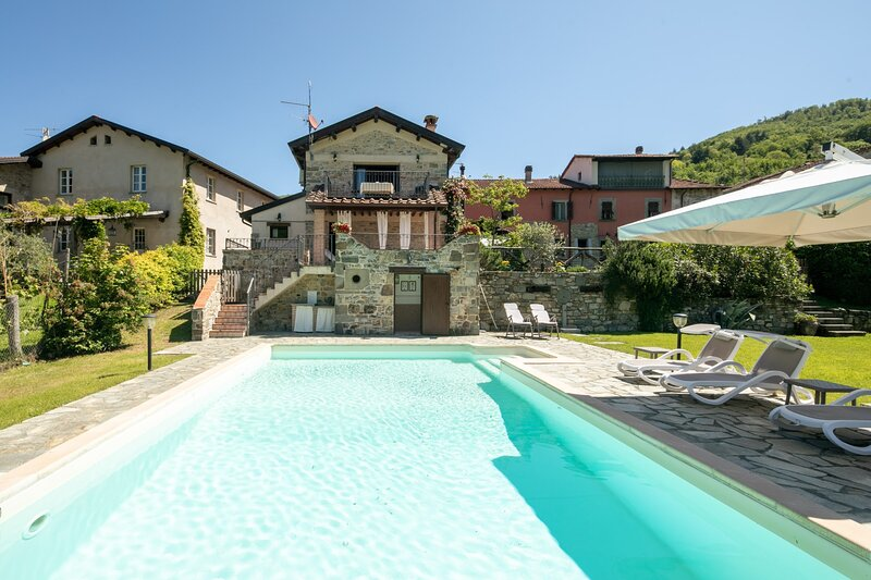 Spicciano Holiday Home Sleeps 8 with Pool Air Con and WiFi - 5892179, holiday rental in Pieve San Paolo