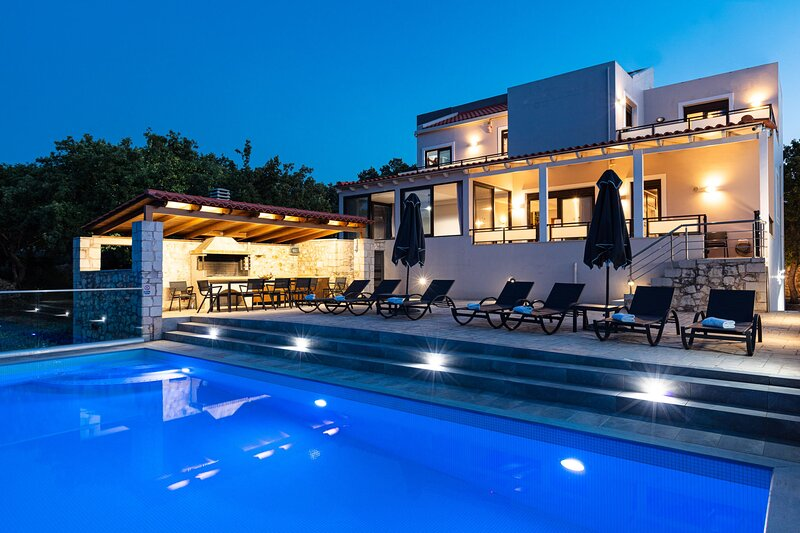 Villa Eris - Rural location with Private pool & Large Garden, Close to Rethymno!, vacation rental in Gonia