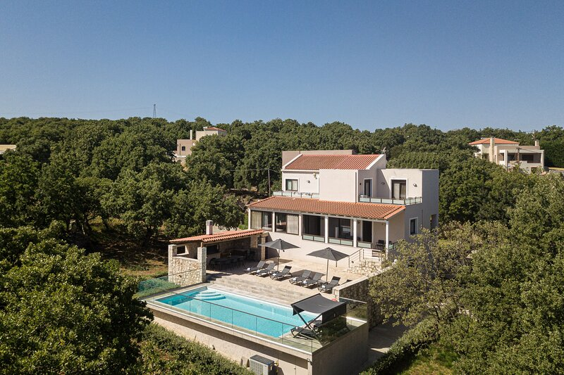Villa Eris - Rural location with Private pool & Large Garden, Close to Rethymno!, holiday rental in Gonia