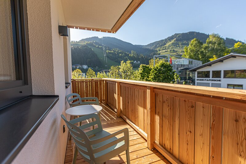 Tevini Boutique Suites - Apartment Earth, holiday rental in Bruckberg