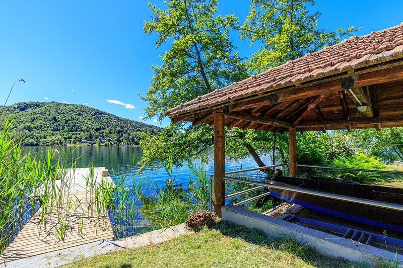 Villa Laetitia Pied Dans L'eau, vacation rental in Bizzozero