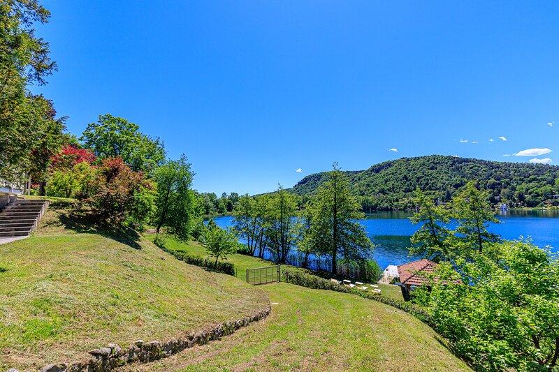 Villa Laetitia Pied Dans L'eau, holiday rental in Gavirate