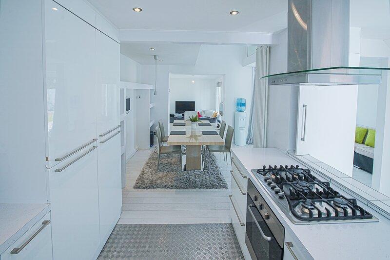 Modern Private Gated Luxury Home Getaway, aluguéis de temporada em Beckenham