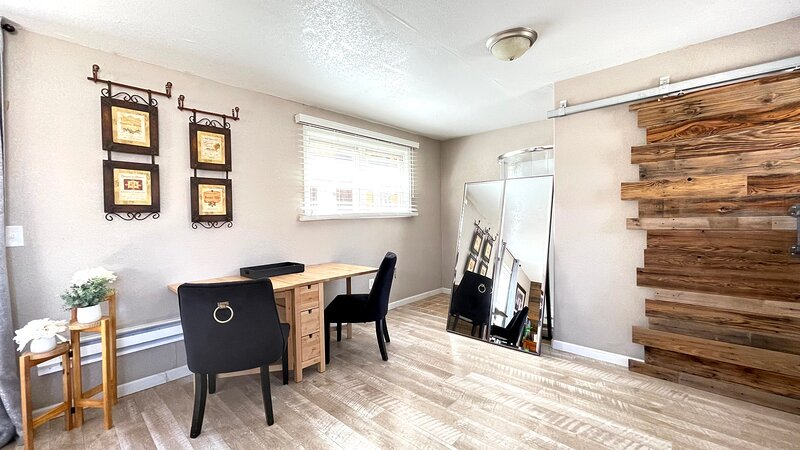 A Stunning, Spacious Studio in Heart of Belmont, holiday rental in Mesa (Pueblo County)