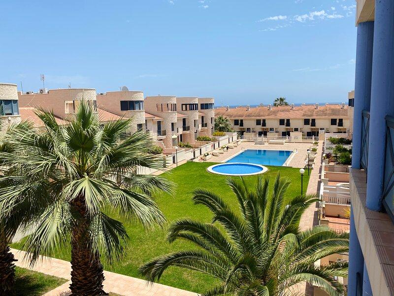 Apartamento alquiler en Regia Bahia, Cabo Roig, holiday rental in Cabo Roig