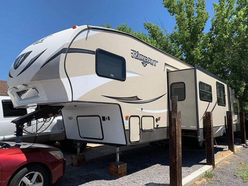 A Unique Getaway in a Quirky Camper Retreat, holiday rental in Mesa (Pueblo County)