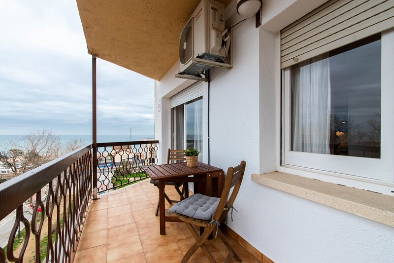 Moli Apartment Beach - Con terraza y vistas al mar y 100 metros playa, alquiler de vacaciones en Arenys de Mar