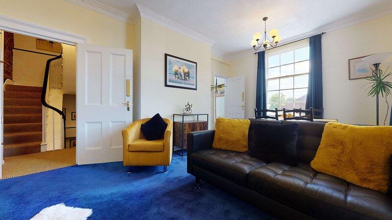 Portland Street 2BR apartment, holiday rental in Warwick