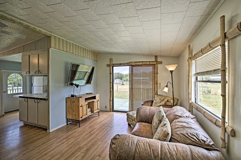 NEW! Quaint Country Cottage: Boat, Golf, & Explore, casa vacanza a Fort Ogden