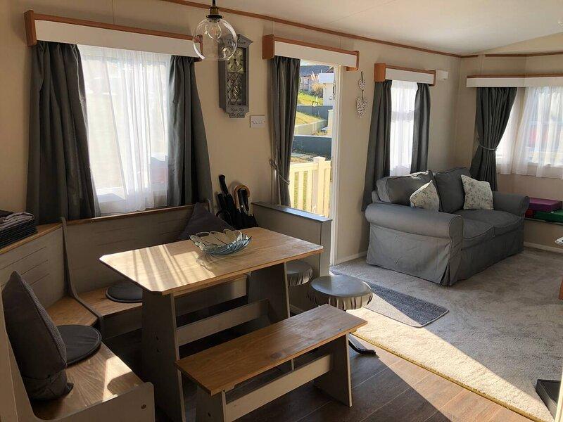 Stunningly renovated 3 bedroom Caravan - Cowes, vakantiewoning in Newbridge