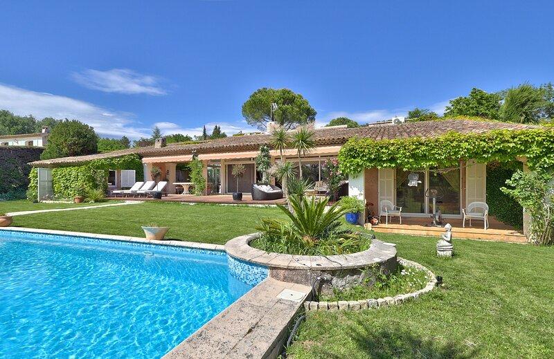 VILLA MELILANE VI4223 by Riviera Holiday Homes, holiday rental in Opio