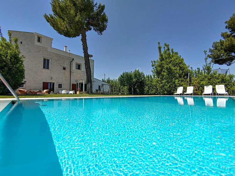 Casale Lillina: Villa with private pool in Apulia for 8 people, vacation rental in Castellana Grotte