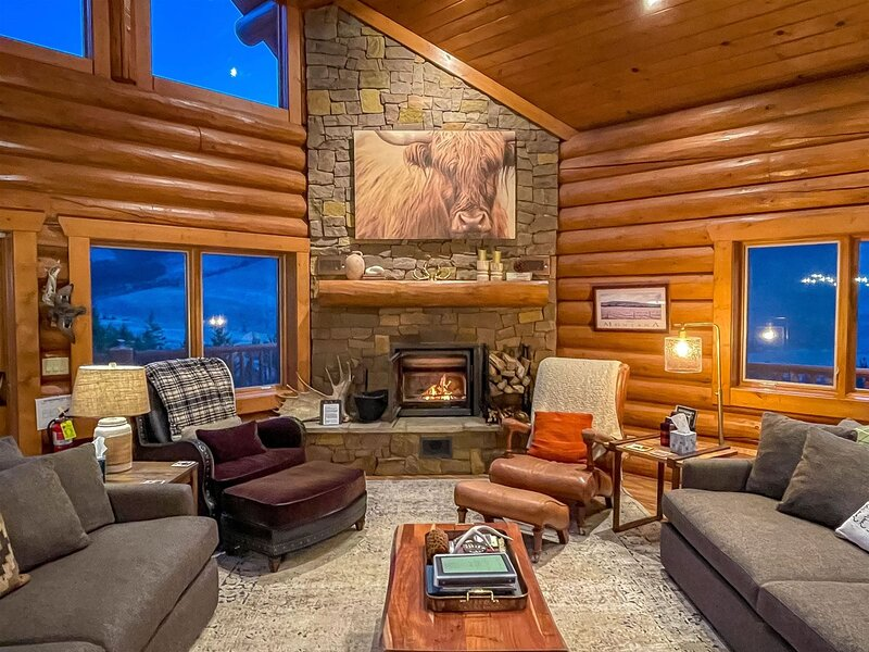 Stunning views, the end of the road, adjacent to National Forest, Offers Wi-Fi a, vacation rental in Clark