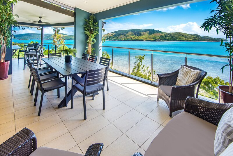 Edge 5 Absolute Ocean Front Spacious Holiday Property With Buggy, holiday rental in Shute Harbour
