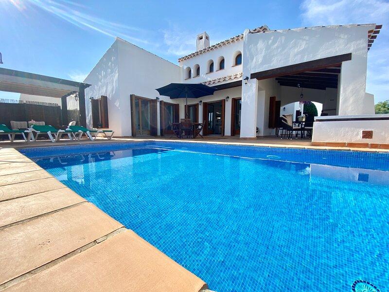 Privert 3 bedroom Villa with a huge enclosed garden and swimming pool, holiday rental in Banos y Mendigo