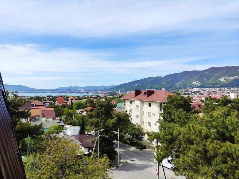 2х комнатная квартира с видом на море и горы, location de vacances à Gelendzhik