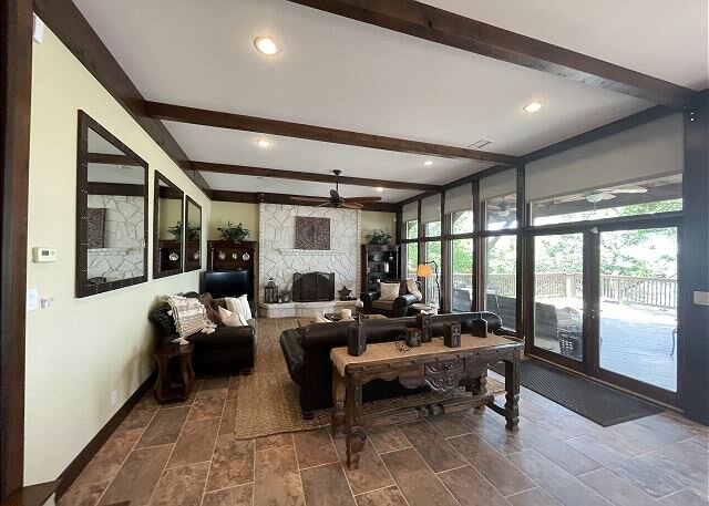 Luxurious Lakefront Home in Canyon Lake, holiday rental in Spring Branch
