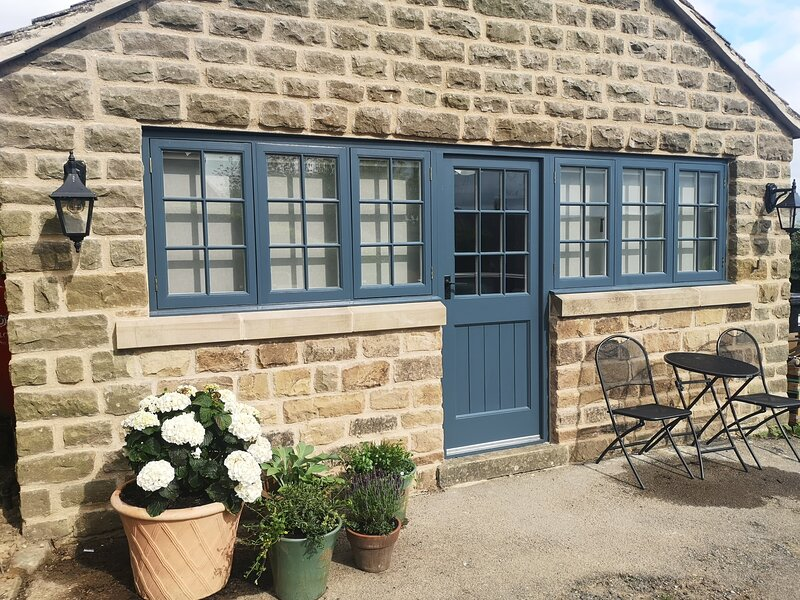 Newly Converted 1Bed Studio Apartment in Two Dales, holiday rental in Rowsley
