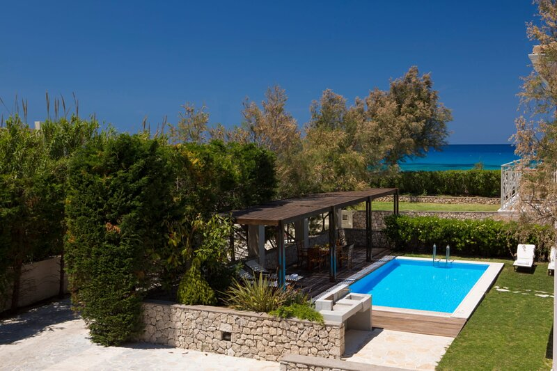 Aeriko-Anemos Beachfront Villa with Stunning View and Private Pool, holiday rental in Lefkada Town