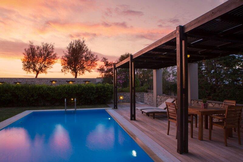Aeriko-Gorgona Beachfront Villa with Stunning View and Private Pool, alquiler vacacional en Mytikas