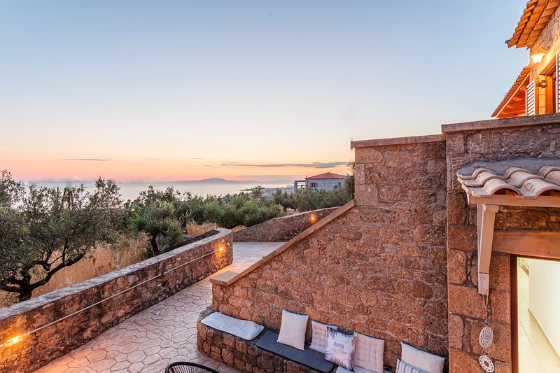 Mani Summer Escape - Spacious Home, Fully equipped, holiday rental in Limeni
