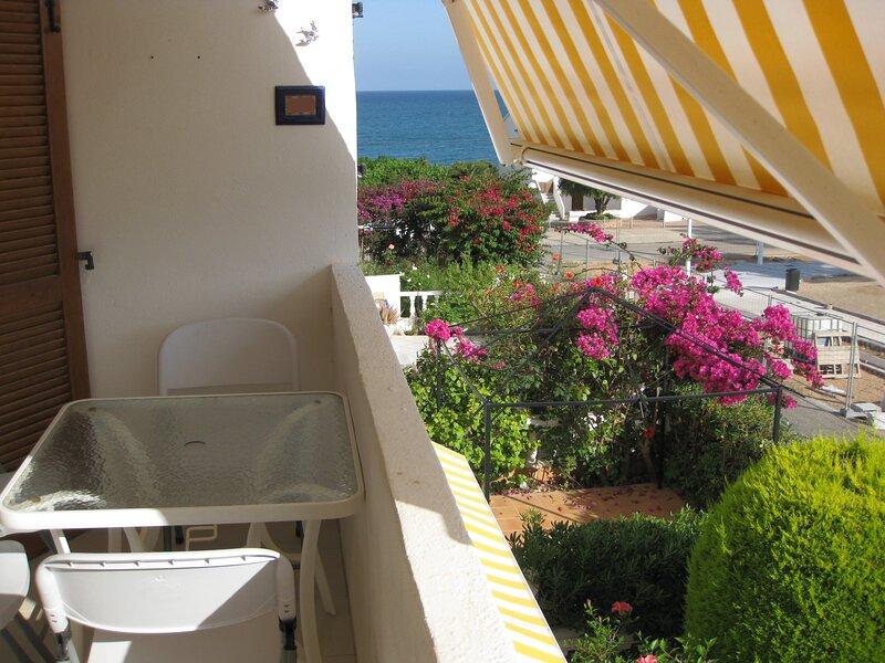 Apto cerca de la playa con AA, WIFI; zona tranquila y perfecta para pasear, vacation rental in Alcossebre