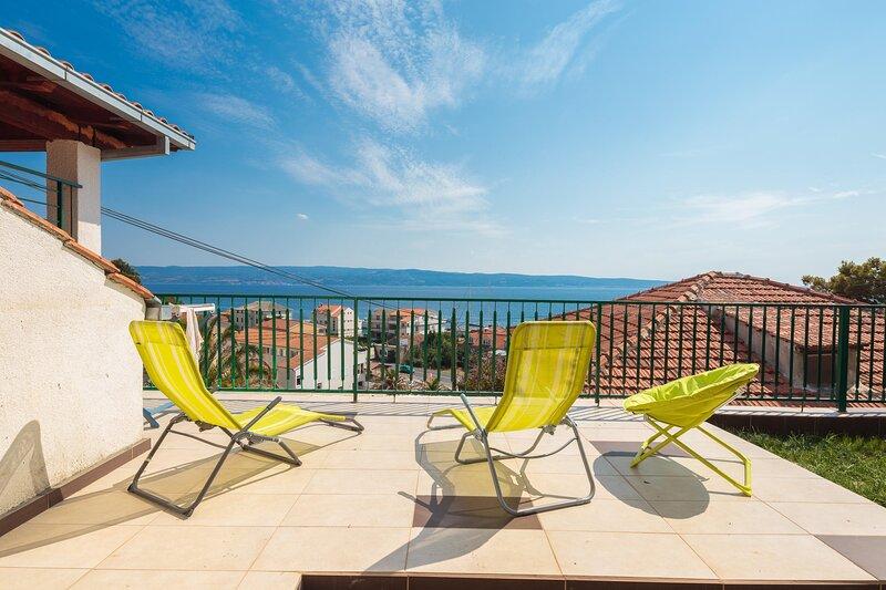 Spacious apt w. magnificent sea view&big terrace, alquiler de vacaciones en Jesenice