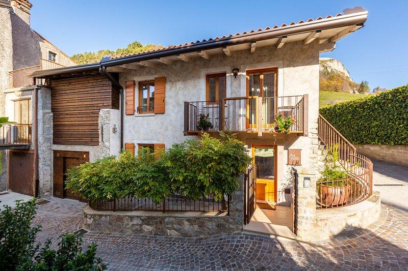 Borgo Cantagallo - Casa Olivia 1, casa vacanza a Tremosine sul Garda