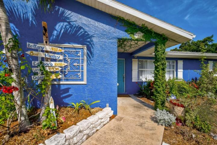 NEW TO MARKET- WIFI, Private Pool, Dock, Lido Key and Siesta Key Beaches, Close, holiday rental in Tallevast