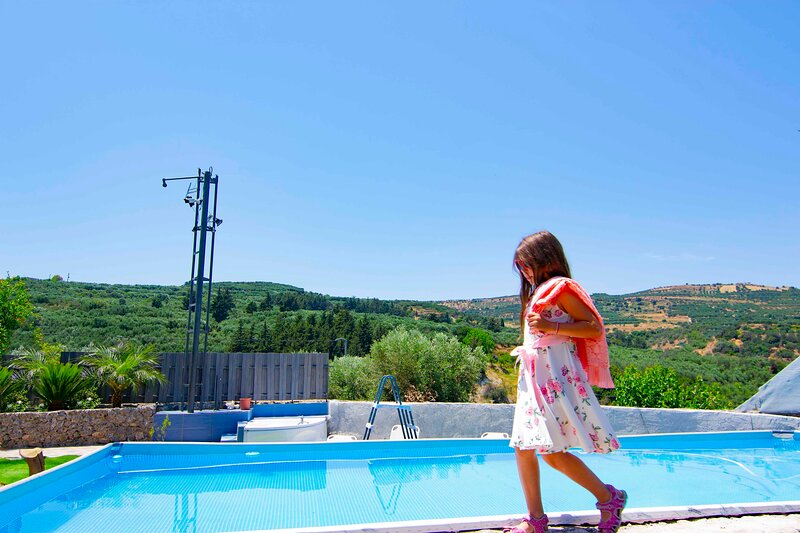 Villa Olive Tree with Private Pool & Jacuzzi, holiday rental in Kissamos