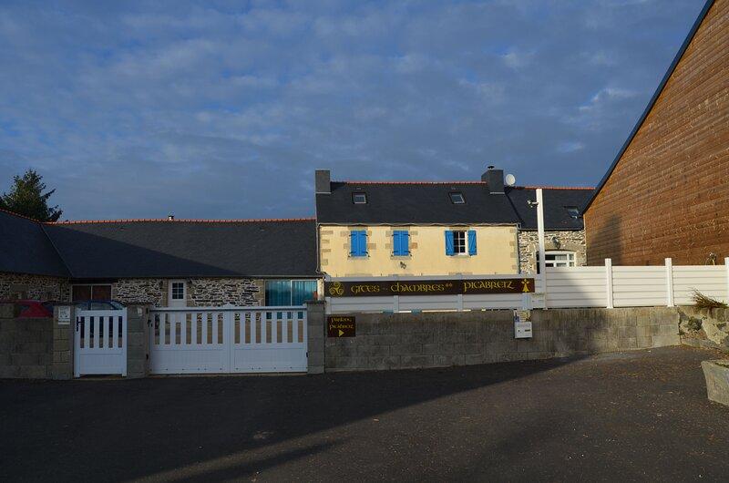 Amazing house with terrace & Wifi, location de vacances à Landrévarzec