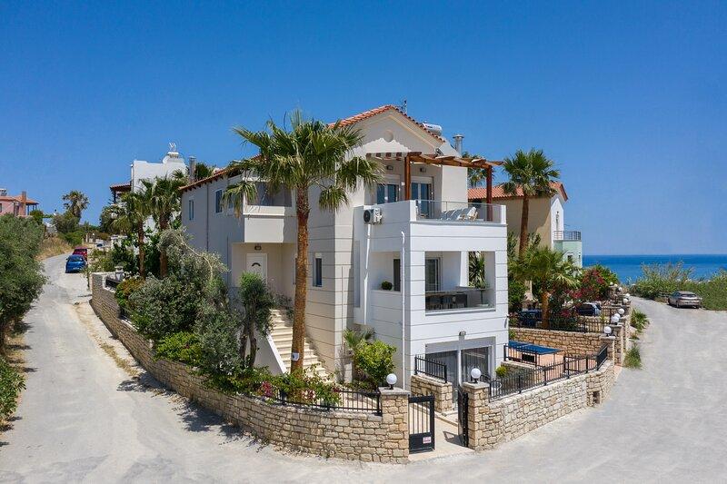 New villa, Private pool, Near amenities and beach, holiday rental in Sfakaki