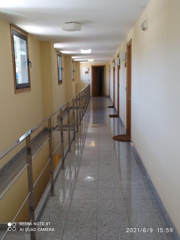 puerta entrada estudio final del pasillo