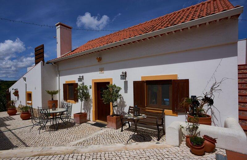 Atlantic at Quinta do Bom Vento  1 bed farmhouse in 4 acre valley 8km Obidos, holiday rental in A Dos Francos