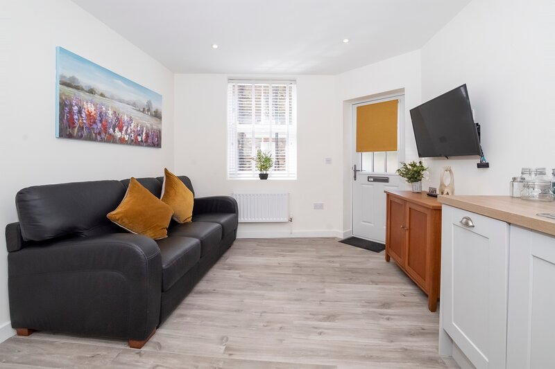 Livingstone Street Apartment 1-sleeps 6, holiday rental in Tockwith