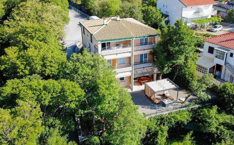 Seafront Apartments, location de vacances à Lukovo