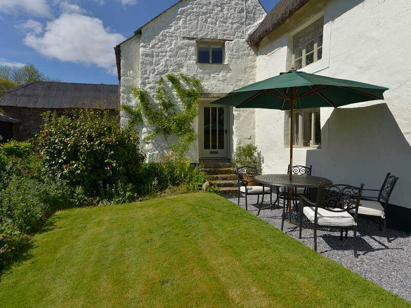 THREE HARES COTTAGE, perfect for honeymoon's, near Chagford, alquiler vacacional en Chagford
