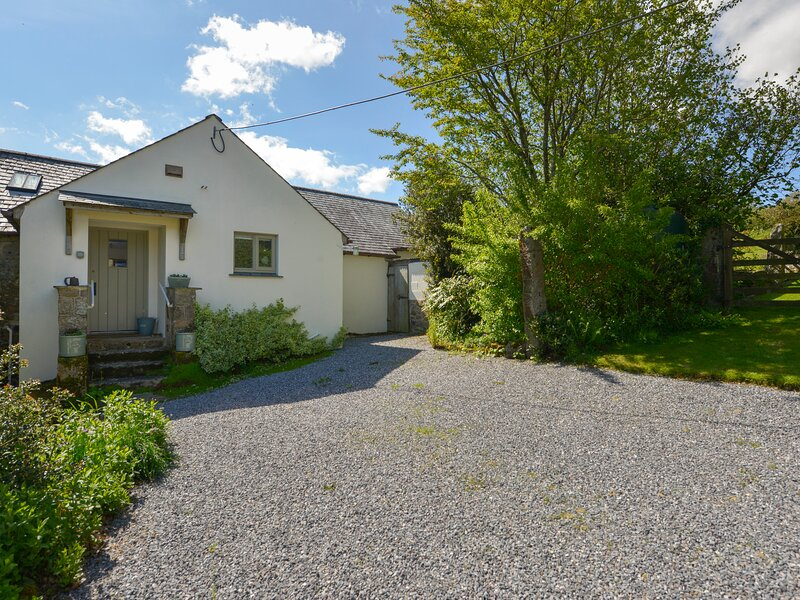 THREE HARES COTTAGE, perfect for honeymoon's, near Chagford, holiday rental in Belstone