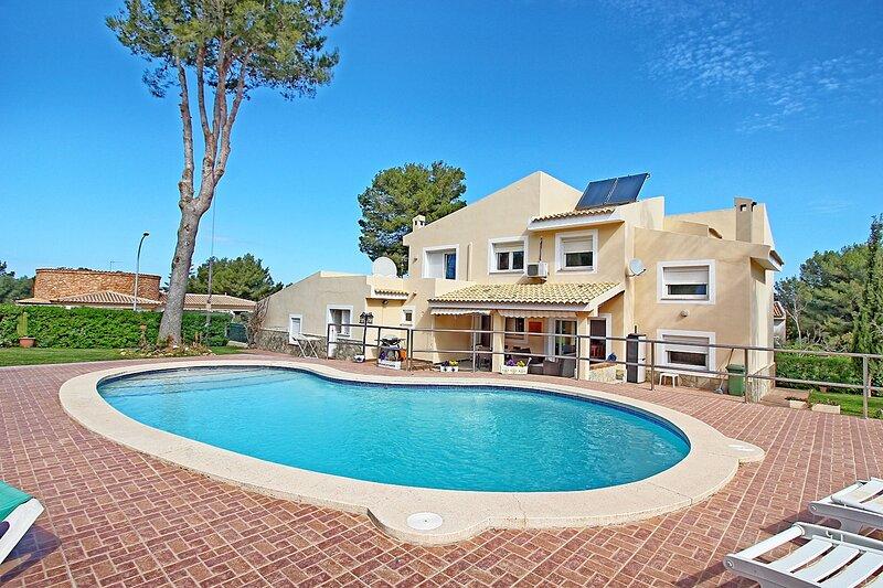 Stunning 4-Bed Villa in Santa Ponça w/private pool, holiday rental in Santa Ponsa
