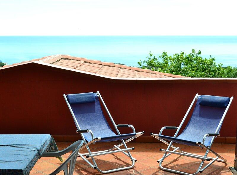 Le case di Nina - Terrazzo vista mare, location de vacances à Tortora Marina