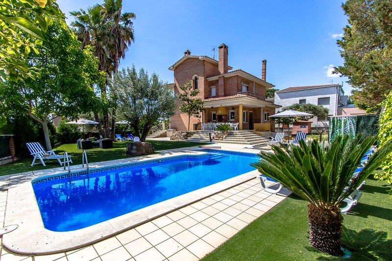 Catalunya Casas: Charming 12-guest villa with private pool, just 33 km from Barc, holiday rental in Sentmenat
