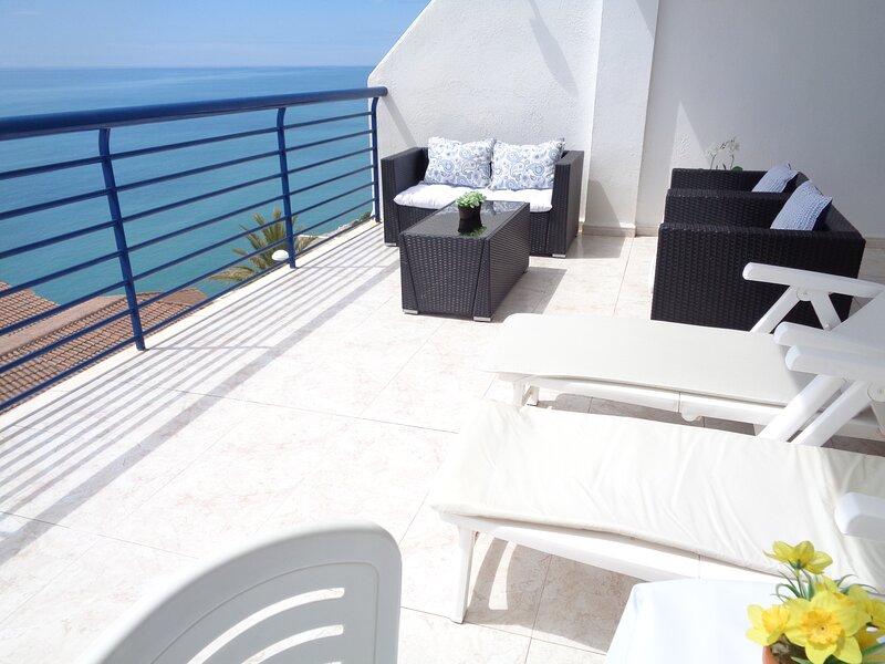 Terraza de 30m2 frente al mar, Parking WiFi Piscina, Peñíscola, aluguéis de temporada em Peniscola