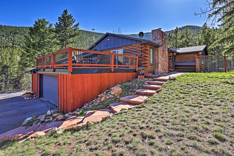 NEW! Stunning Conifer Abode w/ Private Balcony!, holiday rental in Shawnee