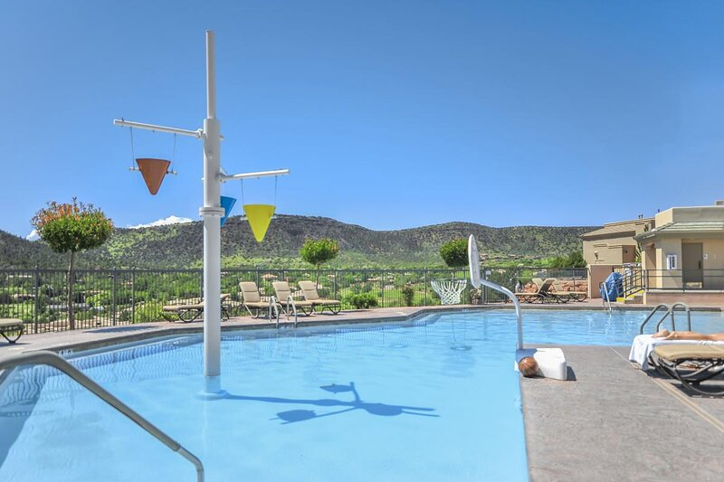 Adventure Awaits! 2 Spacious Units, Kitchen, Pool, holiday rental in Rimrock