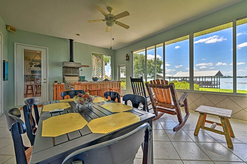 NEW! Waterfront Lake Placid Home w/ Private Dock!, holiday rental in Lorida